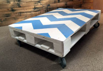 Chevron pattern pallet coffee table